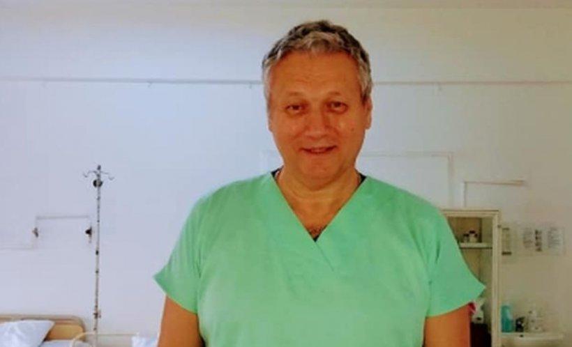 Ce a scris un medic din Craiova pe uniforma din sala de operație