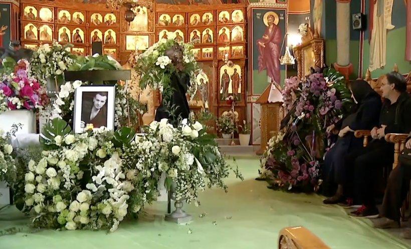 Ce s-a întâmplat la mormântul lui Răzvan Ciobanu. Un bărbat face declarații scandaloase: În cimitirul ăsta vedeai doar oameni de rând, nu aşa ceva