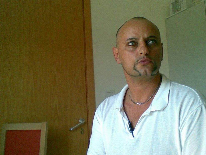 """Marius era asistent medical în Italia. """"Era bun şi blând şi a ajutat întotdeauna oamenii. A muncit atât de mult încât s-a îmbolnăvit serios"""". Revenit în România, și-a înjectat ceva în venă. """"Contul său de Facebook a devenit un altar al durerii"""""""