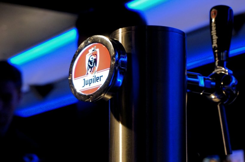 Un producător de bere, prezent și în România, amendat cu 200 de milioane de euro de Comisia Europeană