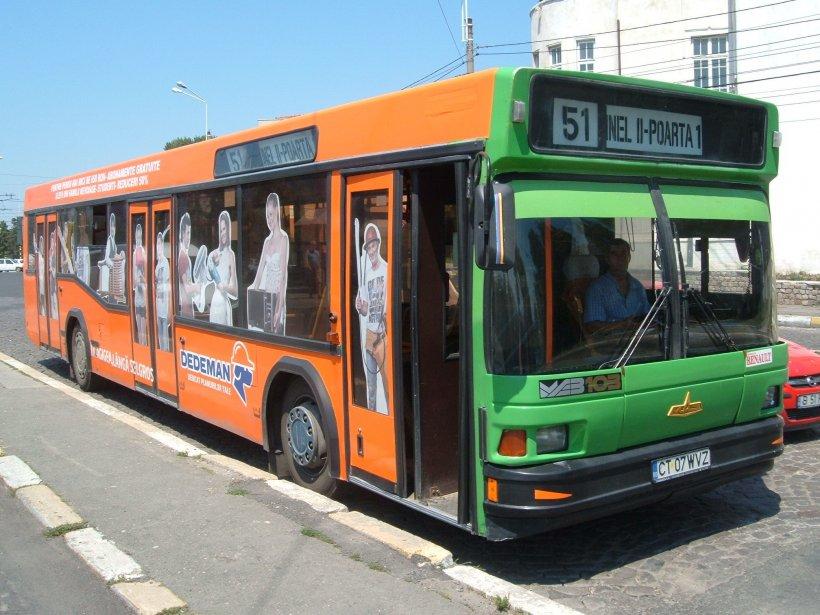 """Bărbatul se urcase în autobuzul 51 din Constanța. În scurt timp, oamenii au început să țipe panicați. """"A fost ca un coșmar!"""""""