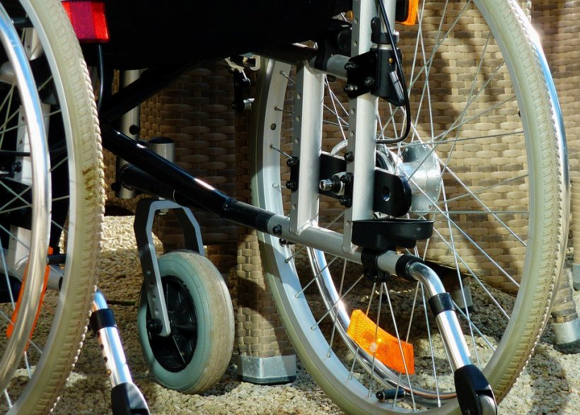 Atac îngrozitor a cărui victimă a fost un bărbat cu handicap, aflat în scaun cu rotile. A fost înjunghiat de 11 ori cu un cuțit și lăsat să se zbată între viață și moarte