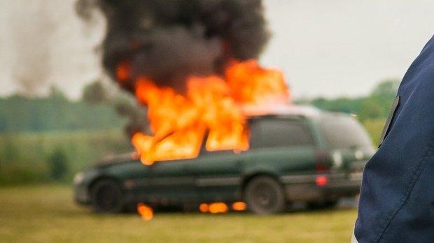 Motivul halucinant pentru care un bărbat din Gorj și-a incendiat mașina
