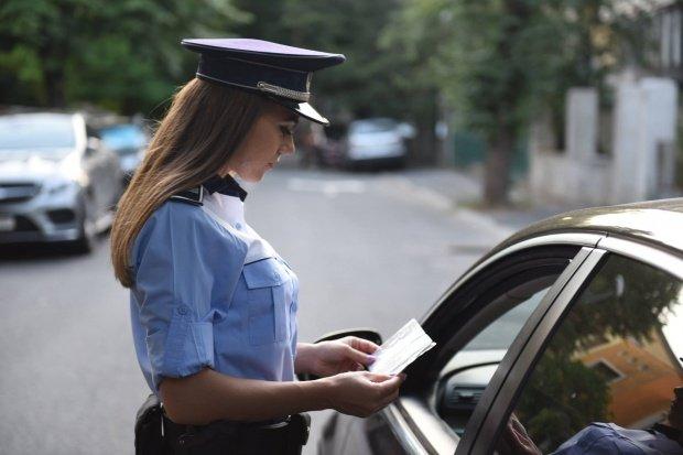 Parlamentarii s-au răzgândit: Șoferii nu vor putea plăti amenzile rutiere direct la polițist