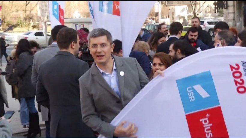 Tensiuni mari pe scena politcă. Membrii USR cer anularea alianței cu Cioloș