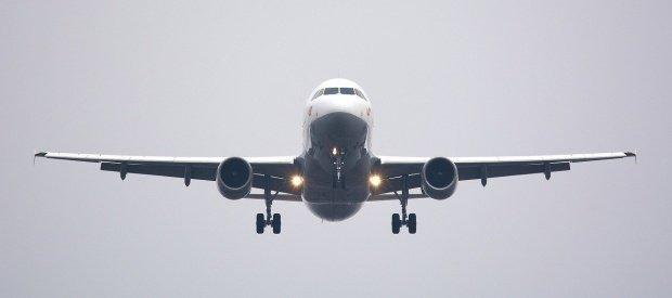 Accident dramatic în apropierea aeroportului din Dubai! Un avion s-a prăbușit, toate persoanele de la bord au murit