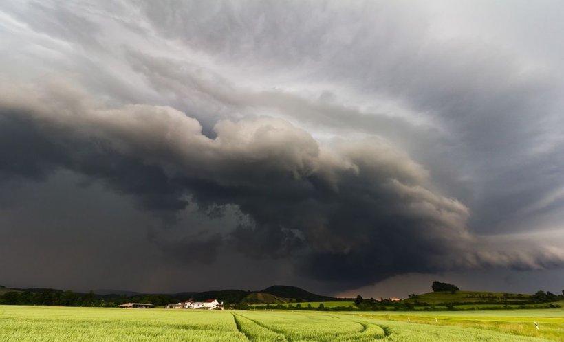 Alertă meteo: Cod galben de ploi și vijelii pentru 12 județe ale țării