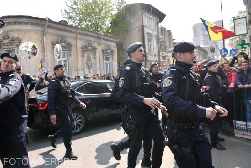 Parchetul Militar s-a autosesizat. Anchetează felul în care jandarmii au intervenit în cazul mitingului anti-PSD de la Topoloveni