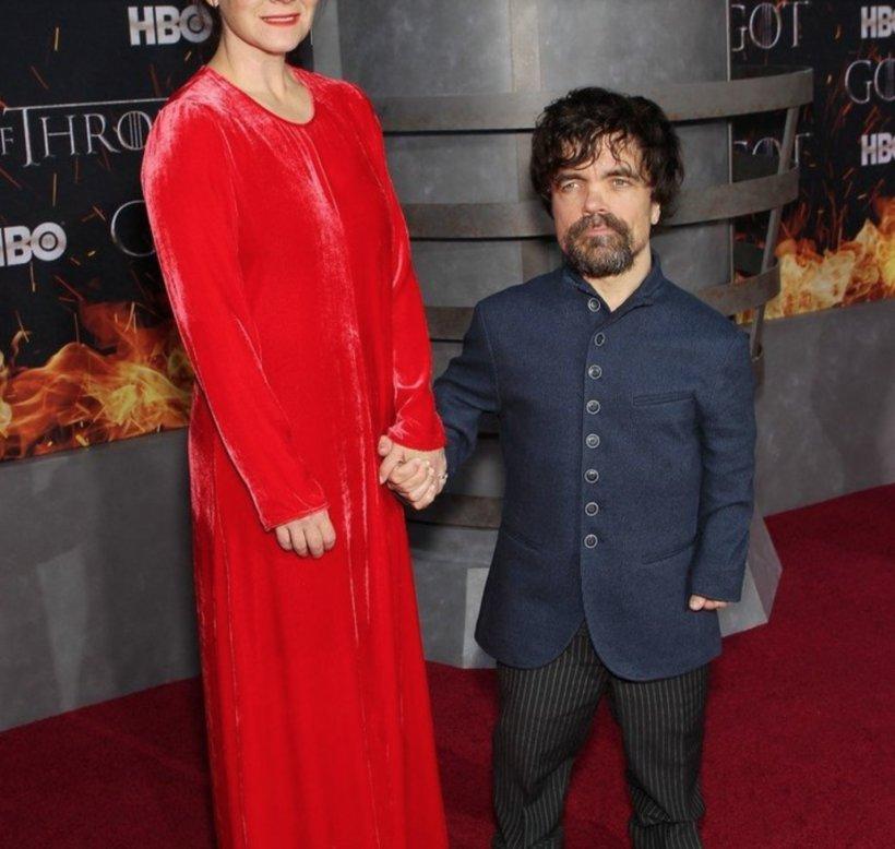 """Cum arată soţia piticului din """"Game of Thrones""""? E mult mai înaltă decât el şi a dat naştere a doi copii sănătoşi"""