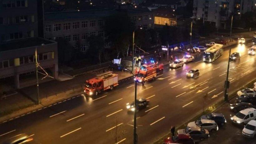 Scene de groază într-o stație din Brașov. Un șofer a făcut prăpăd pe șosea. O femeie s-a ales cu un picior amputat