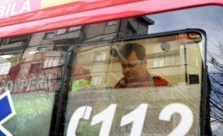 Accident bizar. Soţia unui preot din Bacău s-a aruncat din ambulanţa care o ducea la spital. Femeia a murit