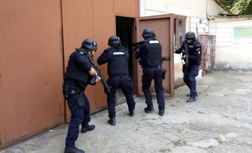 Bătaie cu răngi și bâte în Reșița, între două clanuri rivale. Poliţiştii şi jandarmii au intervenit de urgență