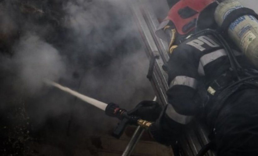 Incendiu în Brașov la un vagon de tren. Pompierii au intervenit de urgență