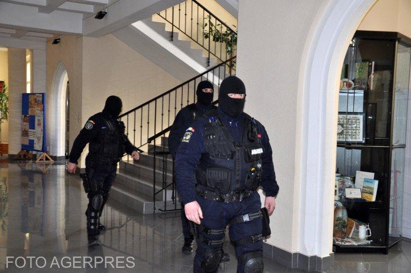 Percheziții la domiciliul rectorului Academiei de Poliție