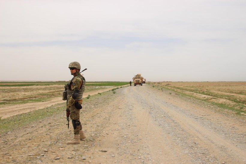 Cine sunt cei cinci militari români răniți în Afganistan. Mașina lor a fost atacată cu un dispozitiv exploziv improvizat
