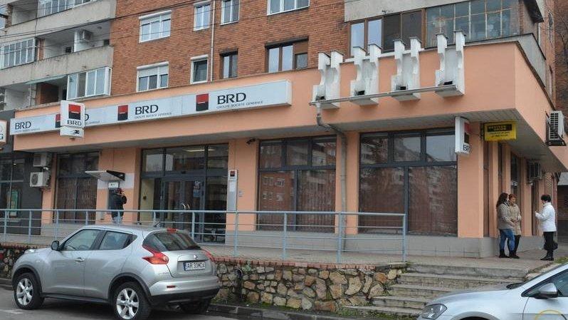Situație incredibilă în Bihor. O fostă funcţionară BRD a delapidat peste 750.000 lei din banii clienţilor. Femeia a fost încarcerată