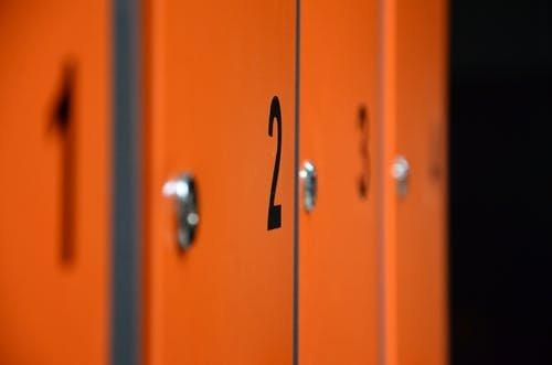 Tragedie în școală! Un elev și-a pierdut viața după ce un dulap a căzut peste el