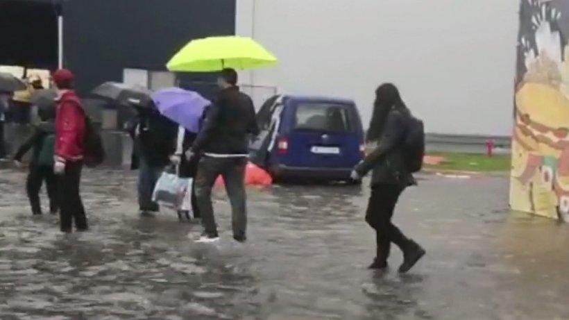 Vremea a făcut prăpăd în Capitală. Cum arată acum străzile Bucureștiului - VIDEO