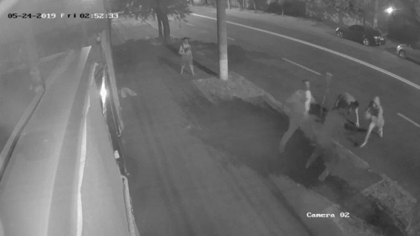 Au fost făcute primele audieri în cazul bărbatului din Galați înjunghiat în plină stradă. Suspecții sunt tineri de 18 și 19 ani