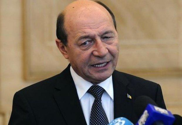 EUROPARLAMENTARE 2019. Fostul președinte Traian Băsescu a stat la coadă la vot