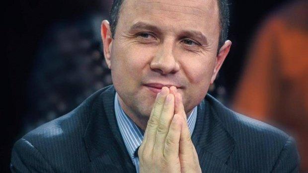 PNȚ-CD-ul lui Aurelian Pavelescu dezminte că a cerut blocarea Facebook în România, dar promovează pagina pe care o acuză de fake-news