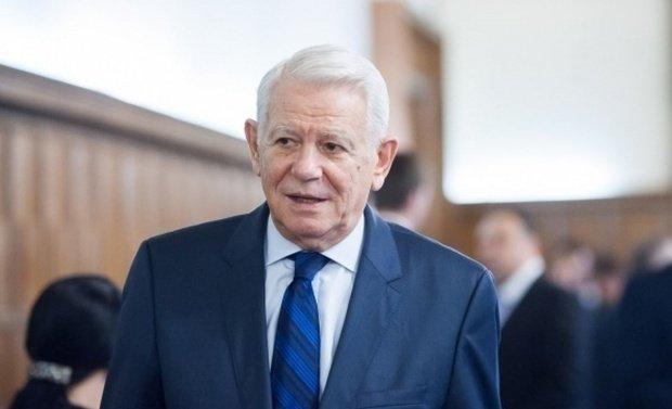 Protest în fața ministerului de Externe. Oamenii cer demisia lui Teodor Meleșcanu