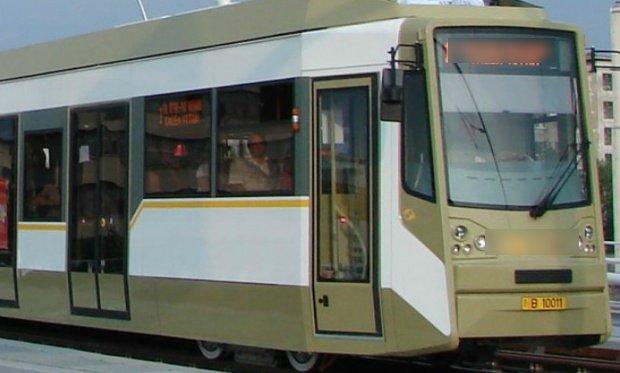 Se plimba cu tramvaiul prin Botoșani, când a văzut ceva bizar. Când s-a apropiat, a rămas șocat: O Doamne, era chiar el! Oare ce căuta tocmai aici?