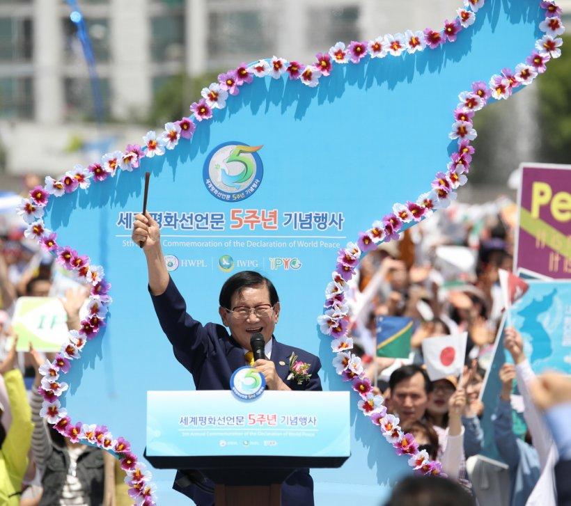 Se împlinesc şase ani de la semnarea Declarației de Pace Mondială