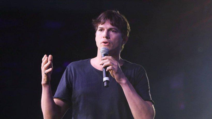 Actorul Ashton Kutcher, martor într-un dosar de crimă. Tânăra cu care a ieșit la întâlnire a fost înjunghiată de 47 de ori