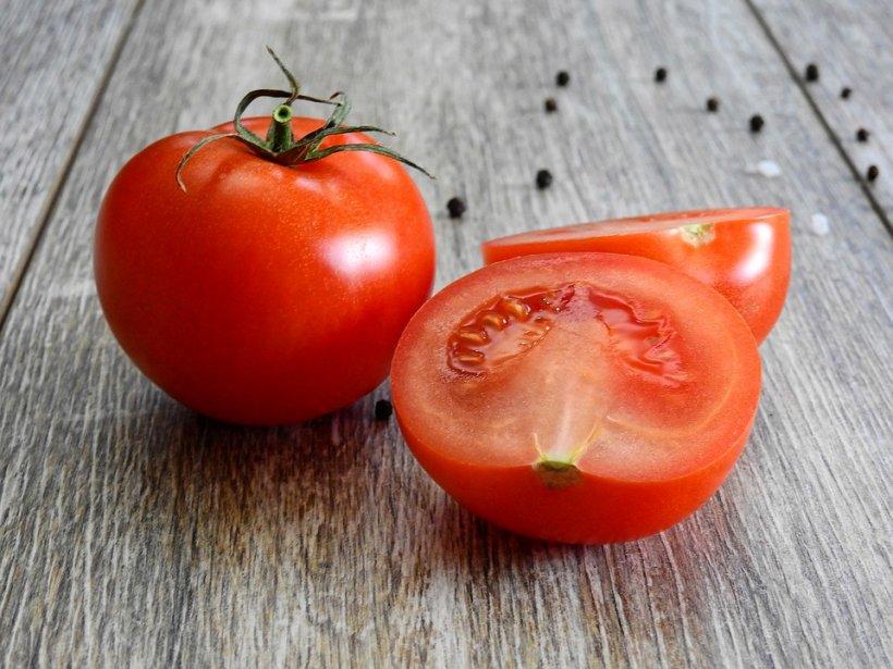 Mare atenție ce consumați! Dacă tăiați roșiile așa, vedeți dacă sunt toxice sau nu - Detaliul care face diferența
