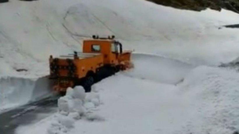Zăpadă de șase metri în România, la sfârșitul lunii mai - VIDEO