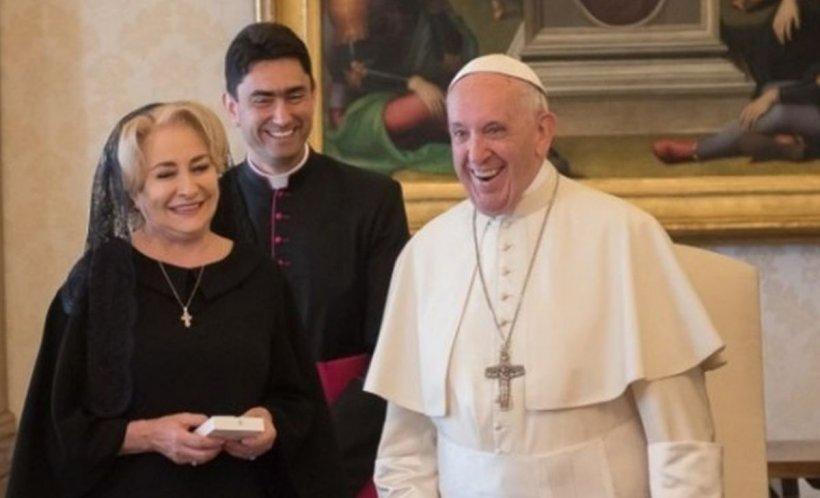 Ce cadou a primit Viorica Dăncilă de la Papa Francisc. Nimeni nu se aștepta la asta