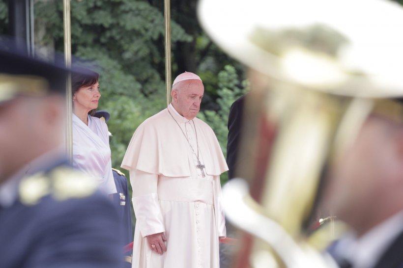 Ce a scris Papa Francisc pe Twitter după prima sa zi în România
