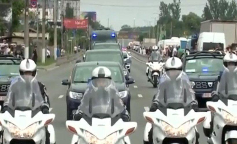 Papa Francisc în România. Incredibil, oamenii au blocat circulația pe DN1 - VIDEO emoționant!