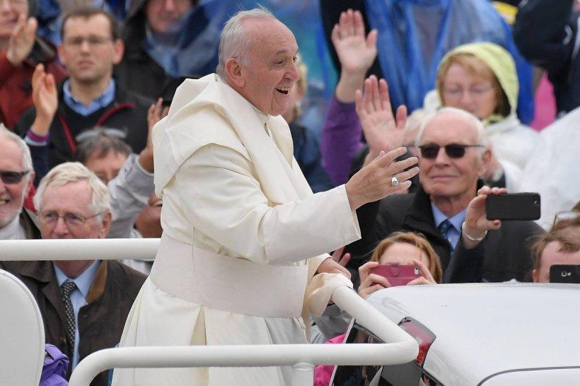 Secretele Papei Francisc pentru o viață fericită. Zece sfaturi pe care ar fi bine să le urmezi