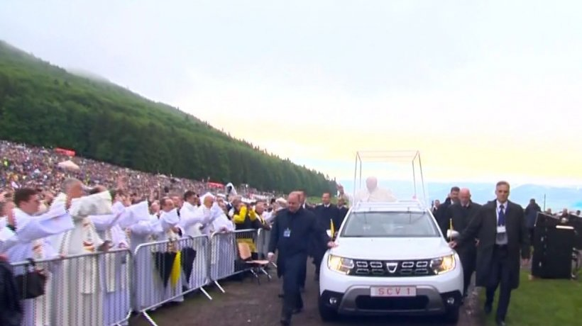 Papa Francisc, slujbă pentru zeci de mii de oameni la Șumuleu Ciuc. Președintele Ungariei, prezent la eveniment - LIVE TEXT și VIDEO 16