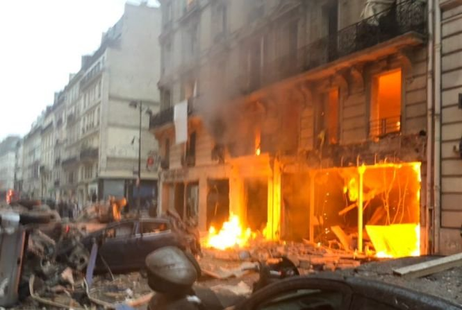 Triplă explozie! Cel puțin 17 victime, printre care un jurnalist, după ce mai multe bombe au fost detonate