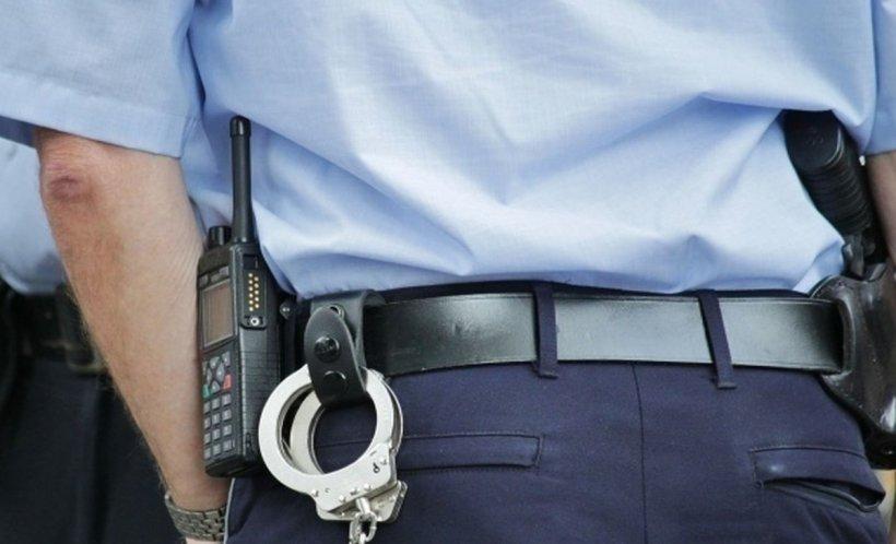 Un agent de la Penitenciarul Deva a fost atacat de un deținut. Individul l-a înjunghiat de trei ori cu o foarfecă