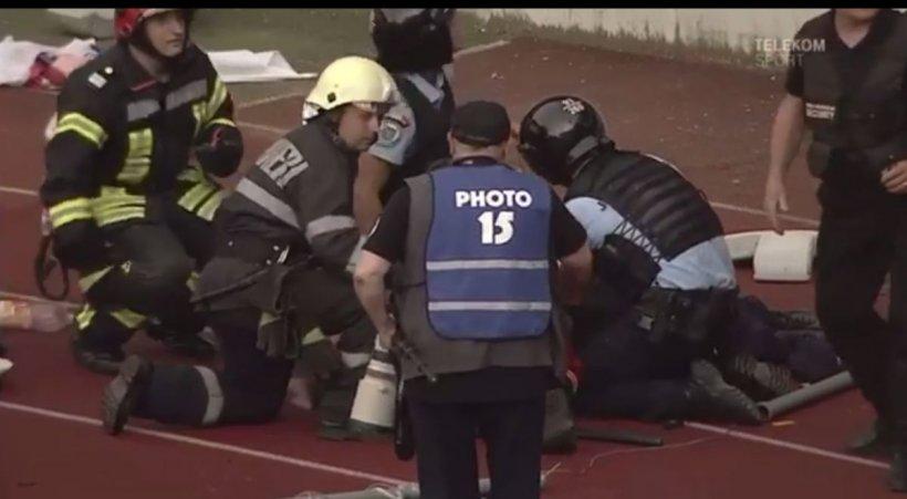 Incident grav pe Cluj Arena! Un jandarm, dus de urgență la spital, după ce a fost lovit în cap cu un scaun (VIDEO)