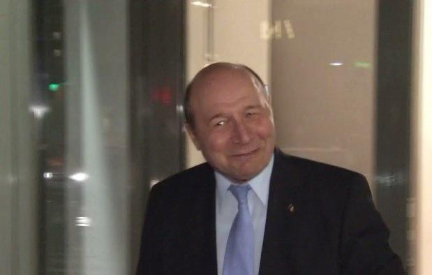 Traian Băsescu: Conştiinţa democratică a lui Timmermans şi-a terminat gazul. Bietul cabotin se face că nu vede lovitura de stat din Republica Moldova