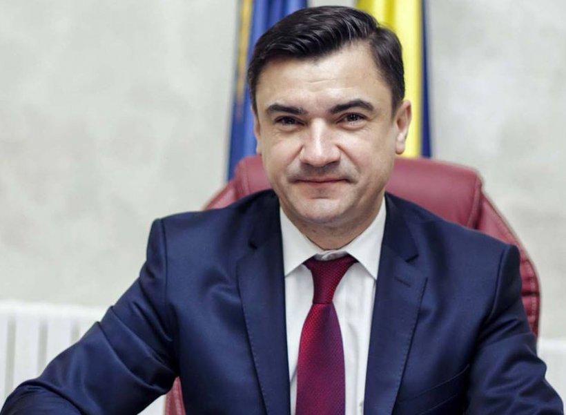 Răsar vilele în familia primarului Iaşului, Mihai Chirica. Fiicele sale de gimnaziu au o casă de lux pe numele lor