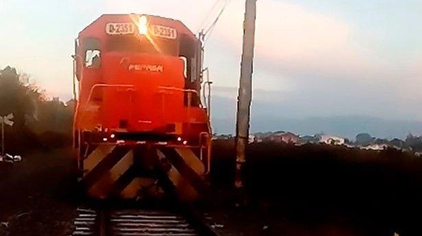 """Mecanicul de tren a devenit erou peste noapte, după ce a făcut o oprire de urgență: """"Era chiar acolo, nu puteam să mă fac că nu-l văd"""" (FOTO)"""