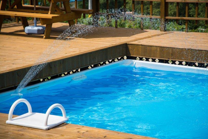 Turist inconștient în piscina unui hotel de lux din Mamaia. Un echipaj SMURD a intervenit de urgență