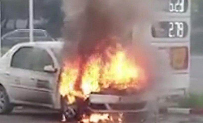 Pericol de explozie într-o benzinărie din Galați. Un taxi a luat foc lângă pompă - VIDEO