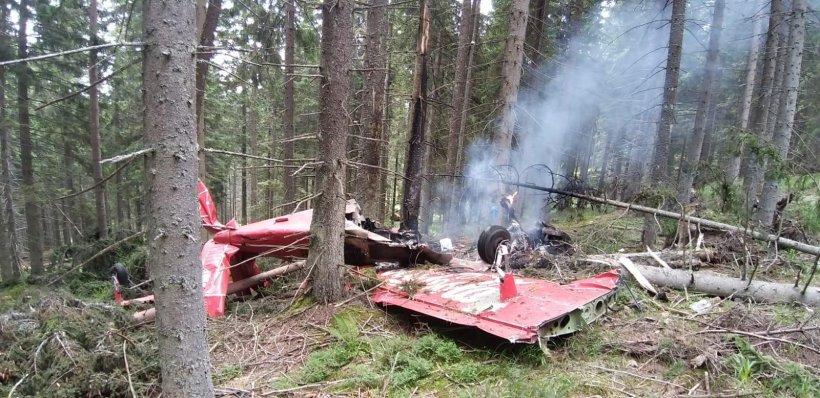 Un avion a aterizat forțat în județul Harghita. Aparatul a luat foc imediat. Cei aflați la bord s-au salvat