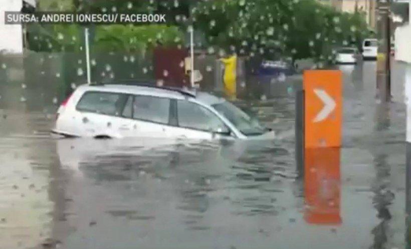 Imagini șocante într-un oraș din România. Dezastru după o ploaie torențială