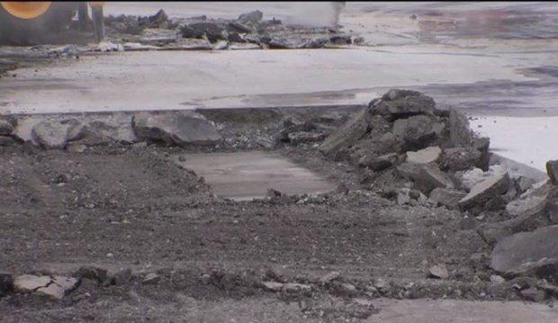 Oamenii dintr-un cartier Suceava i-au văzut pe muncitori că lucrează intens la asfaltarea unei străzi. A doua zi, au avut parte de șocul vieții lor
