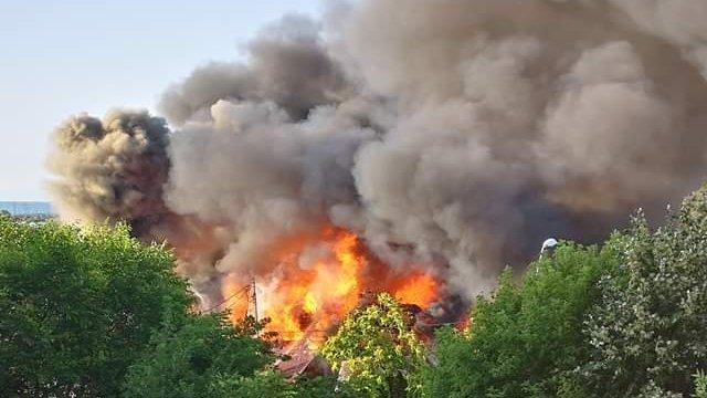 Incendiu uriaș la un fost restaurant din Pitești! Ar fi fost provocat intenționat