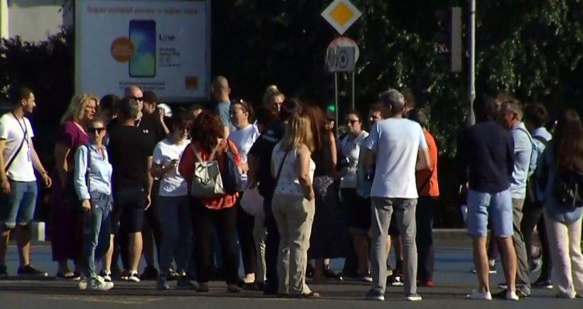 Protest de amploare în Piața Victoriei! Actorii au ieșit în stradă pentru a-și exprima nemulțumirile vizavi de tăierile bugetelor instituţiilor de cultură