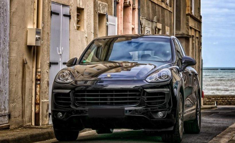 ANAF scoate la licitaţie maşini confiscate. Preţurile sunt foarte mici